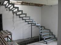 Каркас лестницы, металлический.