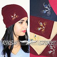 Бордовая шапка с вышивкой