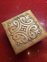 Шкатулка сувенірна дерев'яна ручної роботи інхрустована металом 14*14*8 см, фото 1