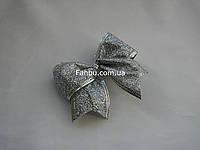 Новогодний серебряный бант с глитером и проволочным краем(размер 10*8см)