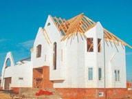 Кому довірити побудувати будинок? Переваги і недоліки варіантів