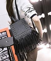 Вместительный городской рюкзак с заклепками и бахромой