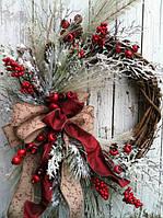 Рождественские и новогодние венки, еловые ветки, еловые гирлянды