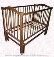 Детская деревянная кровать с укачивающим механизмом