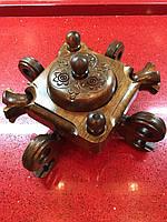 Попільничка з елементами різьбленого дерева ручної роботи