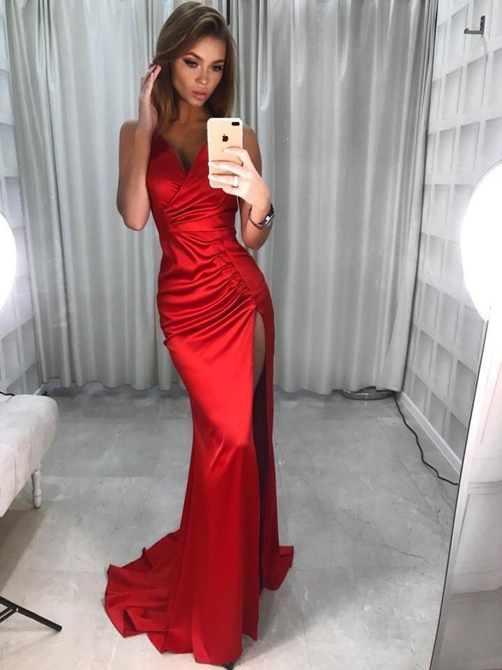 c6c614ab88cc983 Роскошное вечернее платье (атлас, длина макси в пол, глубокое декольте,  тонкие бретельки