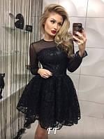 Короткое гипюровое платье черное с поясом