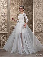 Удивительное свадебное платье прямого силуэта с объёмным цветком на юбке