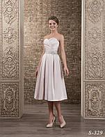 Удивительно нежное свадебное платье с аппликациями вышитыми камнями и серебристым бисером