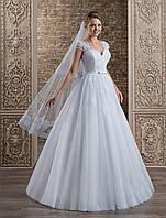 Элегантное свадебное платье А-силуэта, украшенное роскошным гипюром