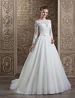 Романтическое свадебное платье А-силуэта с оригинальным гипюром на корсете и рукавах