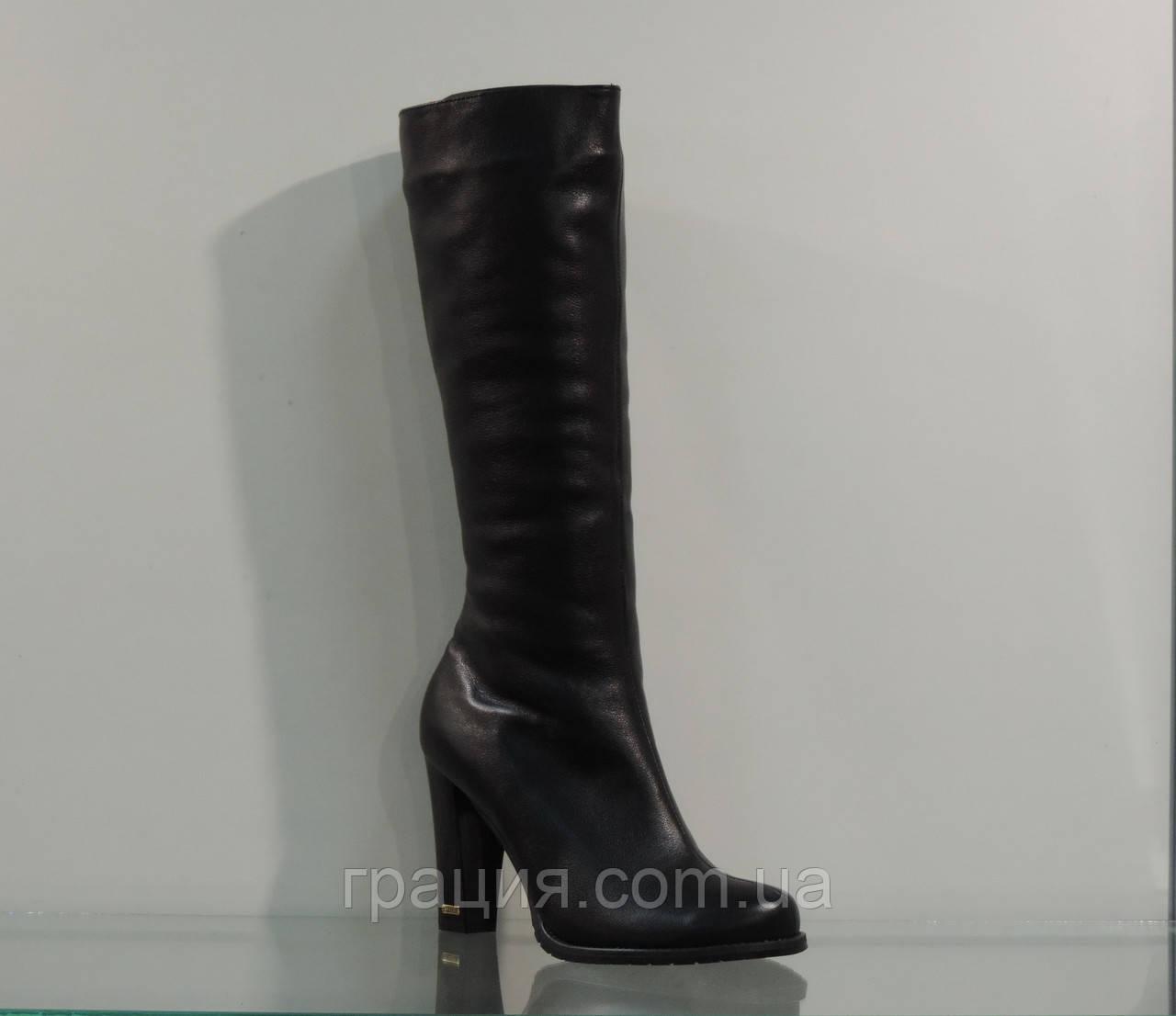 Зимние кожаные сапожки на каблуке на узкую ногу