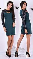 Модное зеленое трикотажное платье со вставками эко-кожи. Арт-9286/41
