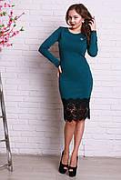 Дизайнерское платье из итальянского трикотажа приталенное декорированное кружевом