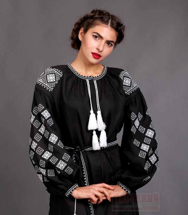 Черное вышитое платье женское