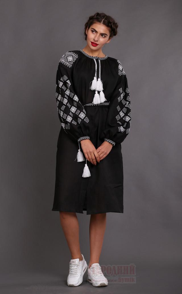 Черное льняное платье - вышитое