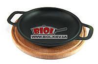 Чугунная порционная сковорода 20см с ручками (крышка-сковорода) на деревянной подставке 25см (бук) БИОЛ