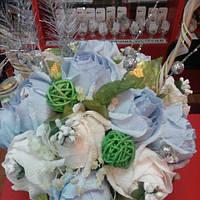 Букет с конфет. Корзина зимних роз