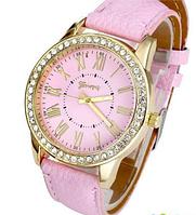 Стильные кварцевые женские часы розовые
