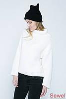 Вязаный женский белый свитер