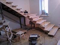 Услуга монтажа деревянной лестницы