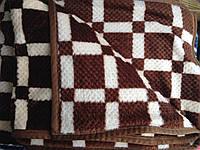 Плед из бамбукового волокна с гиометричным ресунком евроразмера.