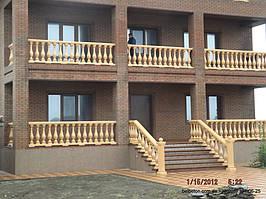 Все балясины армированы металлической арматурой, что гарантирует безопасность в эксплуатации на балконах. Так как даже разбившись, балясина останется на своем месте
