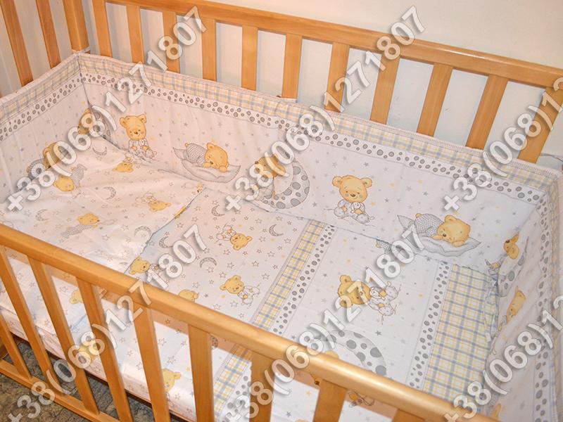 Детское постельное белье и защита (бортик) в детскую кроватку (мишка на месяце белый)