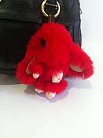 Меховой красный брелок на сумку в виде зайчика