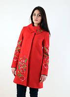 Красное кашемировое пальто  отложной воротник рукава и спинка украшены вышитыми маками