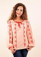 Праздничная блуза в персиковом цвете расшита красным орнаментом