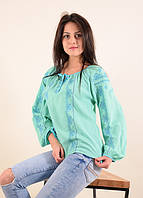 Элегантная вышитая блуза в нежном мятном цвете в современном стиле