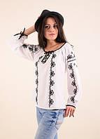 Нарядная белая блуза с длинным рукавом расшита орнаментом