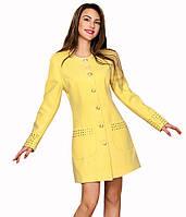 Пальто женское желтого цвета