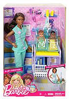 Набор кукла Барби Афро-американка доктор с двумя малышами Barbie, фото 1