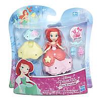 Игровой набор Hasbro маленькая кукла Ариель и модные аксессуары (B5327)