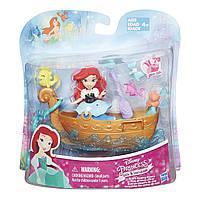 Набор для игры в воде Hasbro маленькая кукла Принцесса Ариель и лодка (B5338)