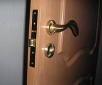 Ручки дверные межкомнатные с защелкой.