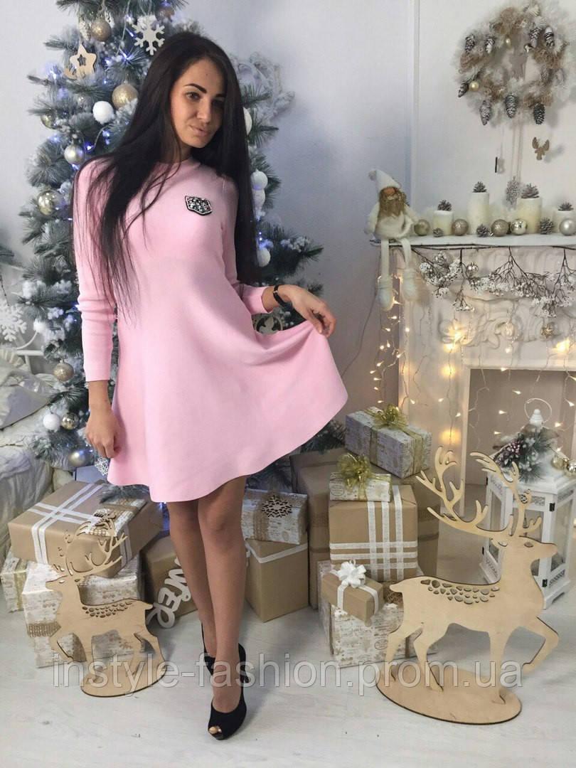 Короткое женское платье клеш ткань трикотаж машинная вязка цвет розовый
