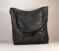 Женская черная вместительная сумочка с вставкой лаку 11005