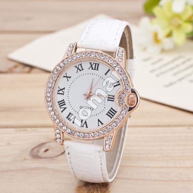 Изысканные женские часы со стразами