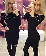 Платье трикотажное с жемчугом, цвета