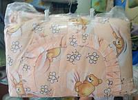 Защита для детской кроватки персиковая Мишки с пчёлками