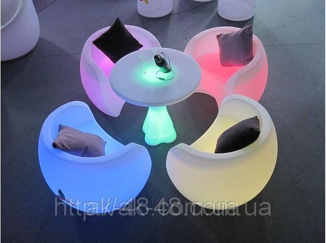 Светящаяся мебель для кафе.