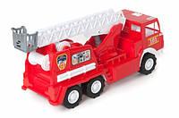 Пожарная машина с лестницой