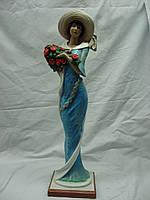 Статуэтка из гипса Дама с цветами большая