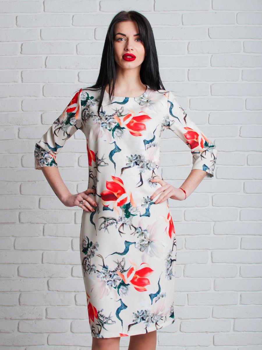 Белое женское платье с цветами