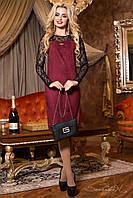 Красивое замшевое приталенное платье с гипюровыми рукавами бордового цвета