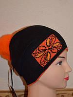 Шапка женская Снежинка с натуральным помпоном чёрно-красная 4118-bckr