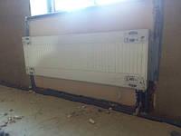 дом 240 м2 в г.Полтава Процесс установки стальных радиаторов с нижним подключением Kermi.